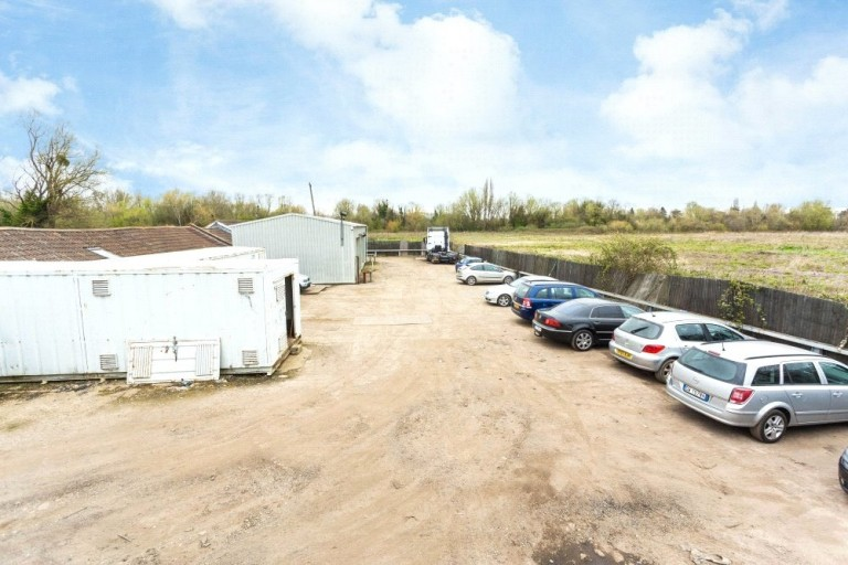 Images for Chertsey Lane, Staines EAID:2130589000 BID:jet_lpf-LWT